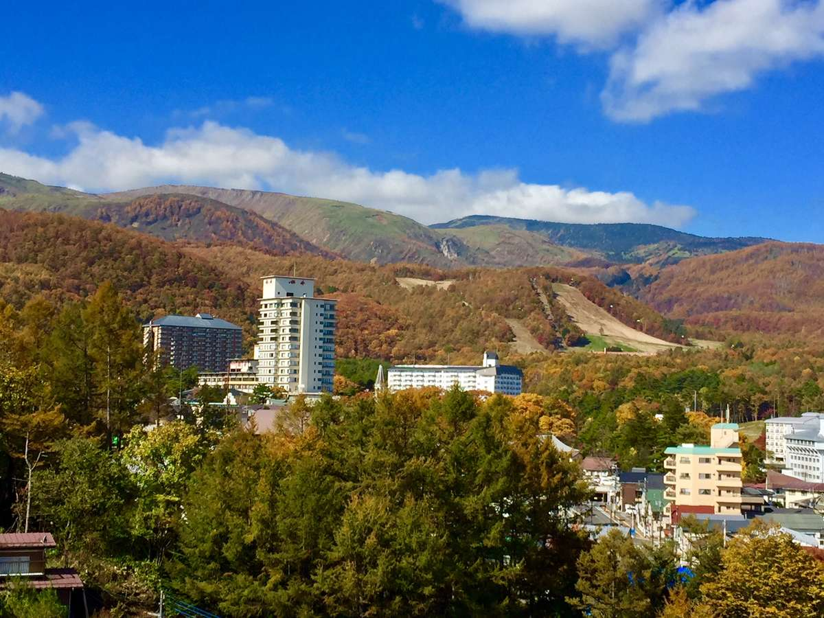 白根山と草津温泉の紅葉