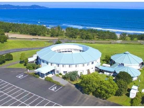 海がすぐそこ。ホテル外観