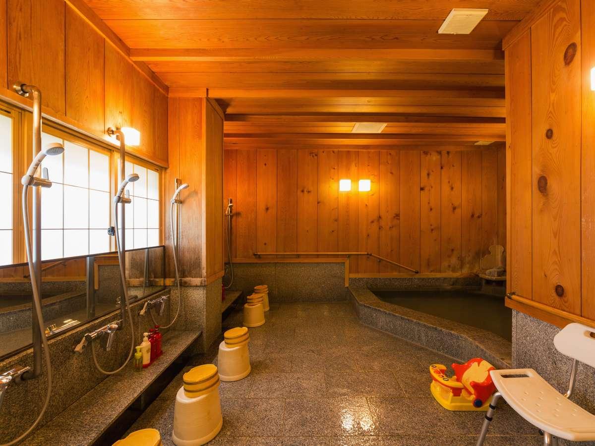 こじんまりとした風呂です。飛騨高山の温泉の湯にゆっくりとおつかりください。(最大8名様のご利用)