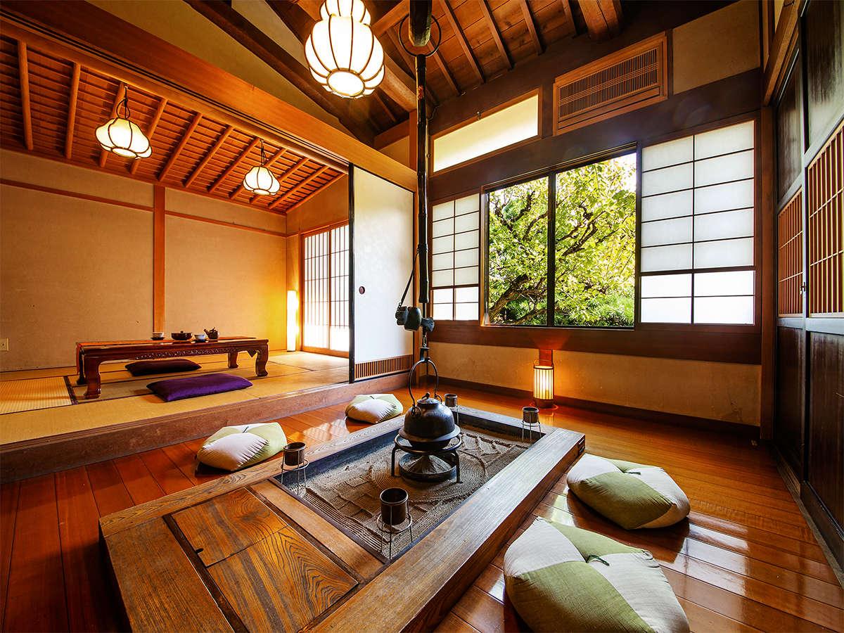 """【特別室―囲炉裏―irori―】囲炉裏の火を熾し、お茶を飲みながら""""ほっ""""と一息。"""
