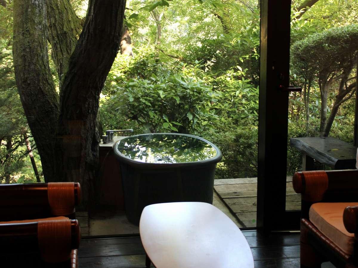自然を満喫できるプライベート客室露天風呂例