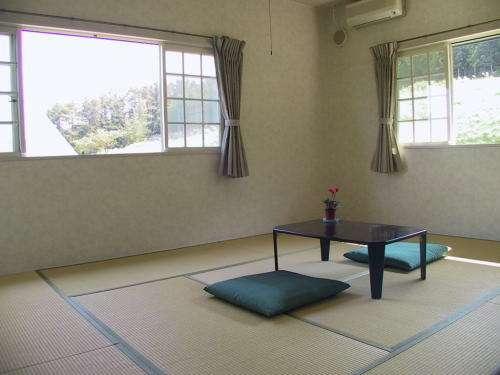 10帖の和室はご年配の方や、小さいお子様のいらっしゃるお客様に人気です。