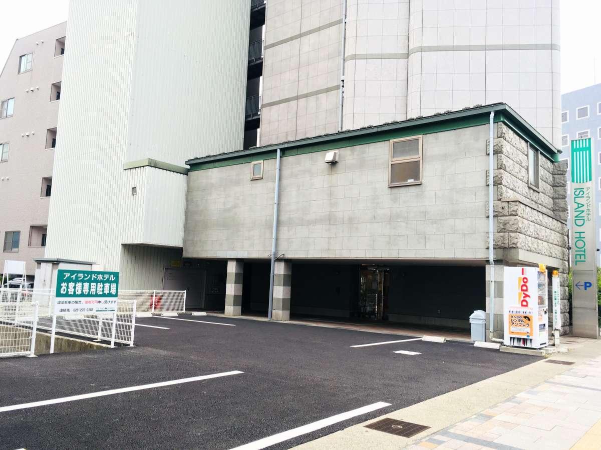 【表駐車場(長野大通り側)】155cm以上のお車はこちらへ。