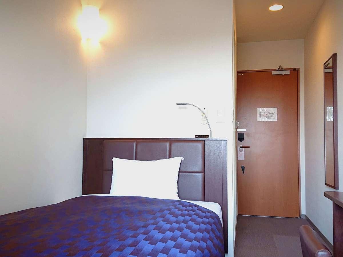 【シングルルーム】日本ベッド社製のマットレスを使用。ベッド幅は120cmでございます。