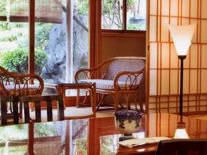 【客室一例】木の温かいぬくもりが、旅人の心を和ませます