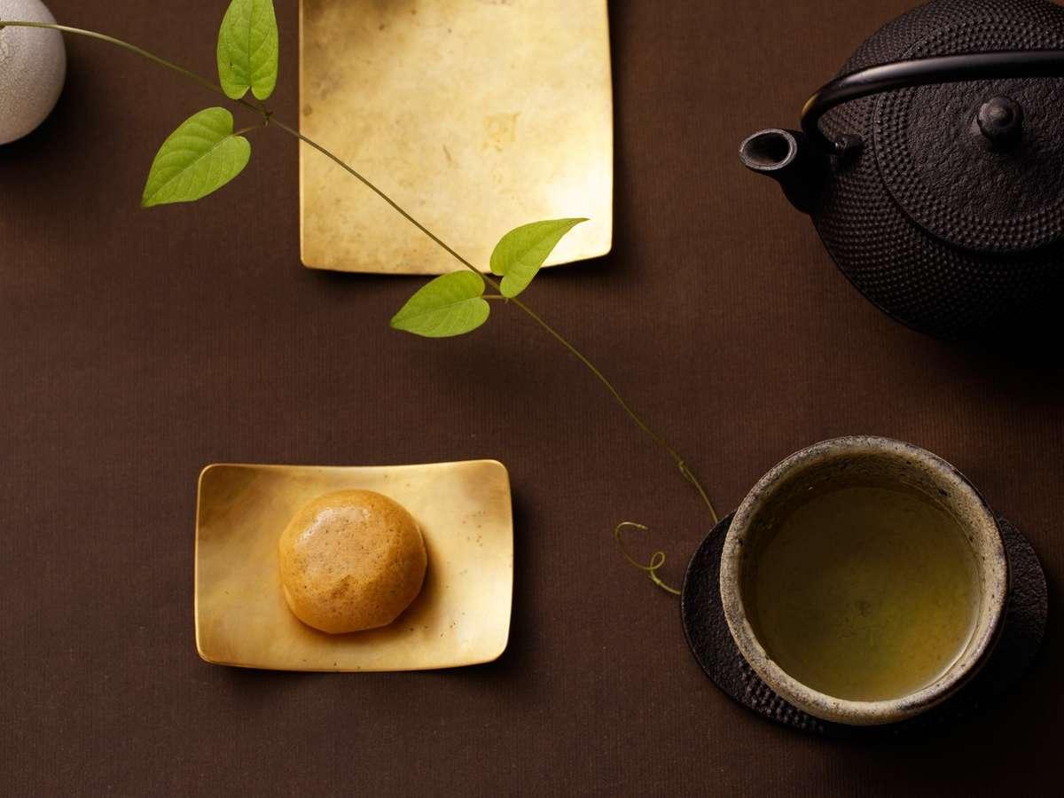 客室茶器の一例でざいます。