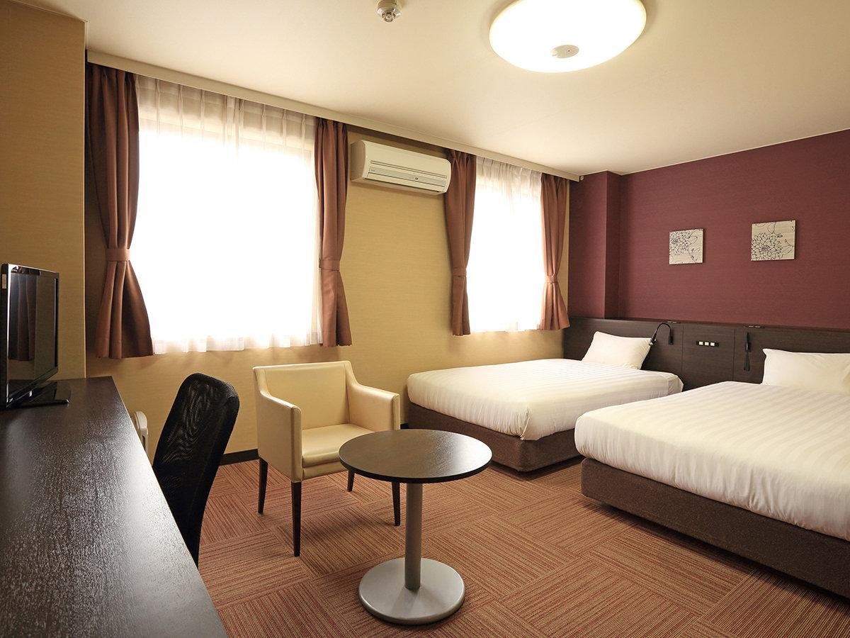 【デラックスツインルーム】27㎡・ベッド幅123cm、Serta社製コイルマットレス使用。