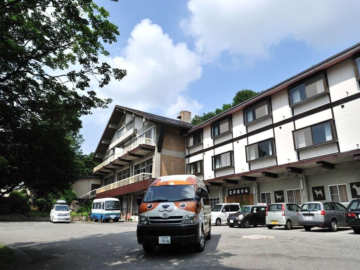 夏のホテル全景
