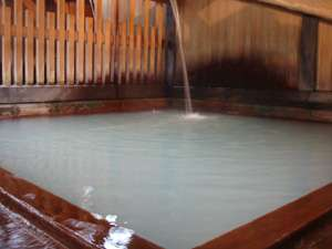 鳴子温泉で有名な共同浴場「滝の湯」当館の隣にあります。