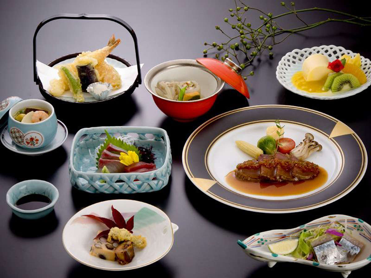 会席一例/山口産の食材を多用した和洋折衷の会席料理です