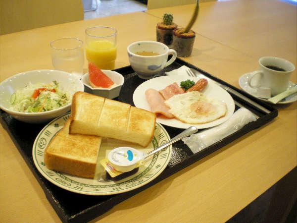 もちもちパンが人気の洋食♪肉厚のベーコンとネッカリッチ卵のコラボレーションは格別♪