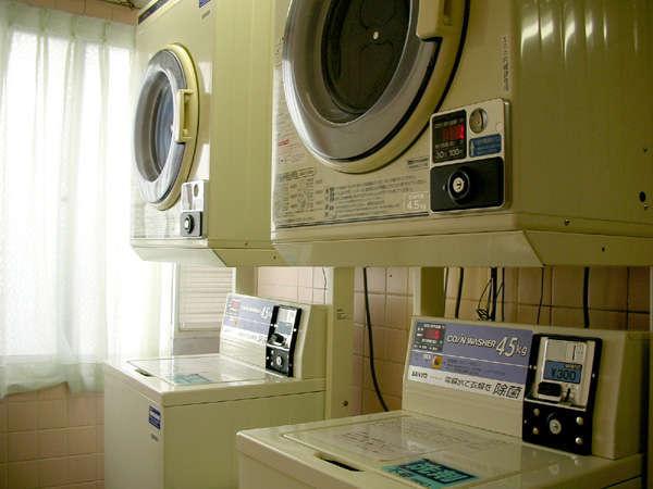 コインランドリーコーナー。AM7時~PM11時まで。洗濯※洗剤付1回300円、乾燥30分100円。