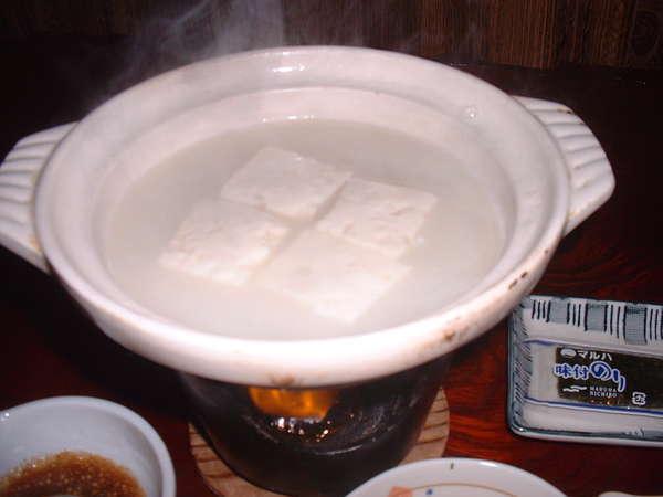 嬉野温泉名物・温泉湯豆腐です。