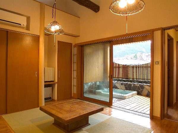 半露天風呂付き客室1例