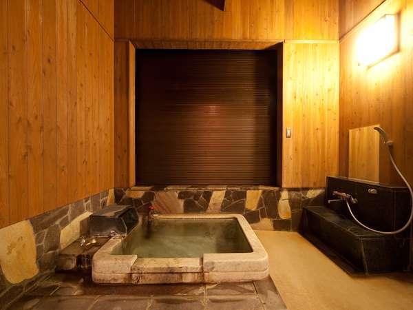 寒い日や雨風が強い時は、内風呂に変身!