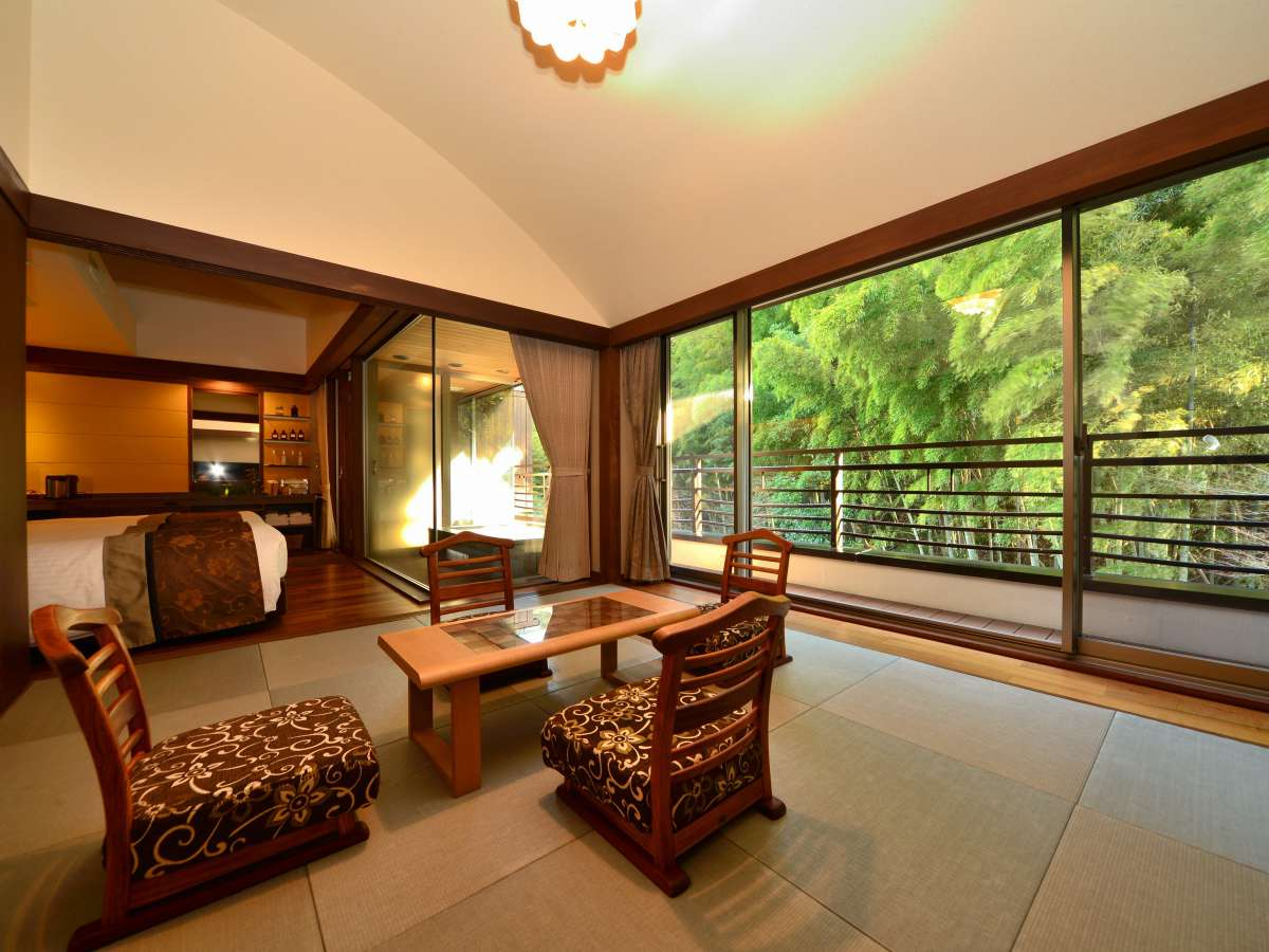 竹林側の露天風呂付客室「歩」