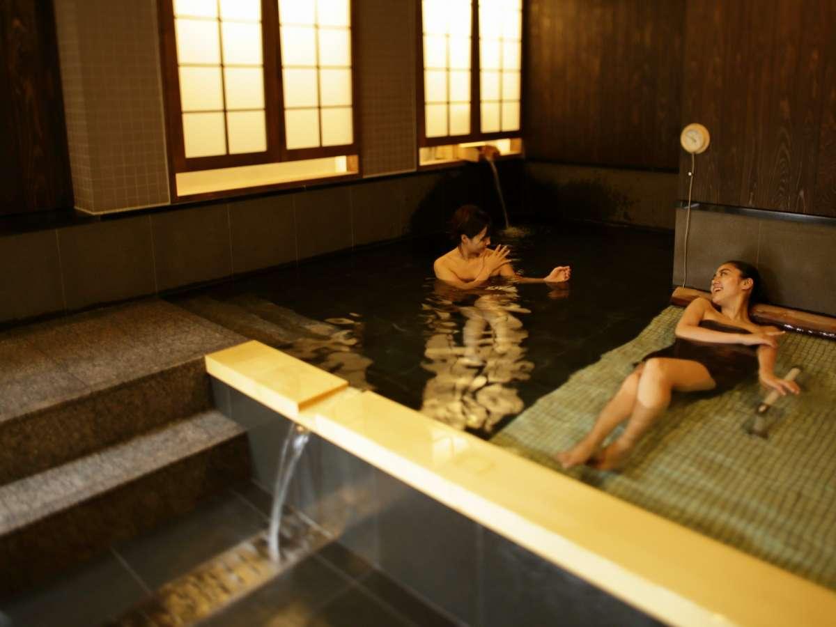 貸切風呂は落ち着いた雰囲気で、二人で入ってもかなりゆったり♪