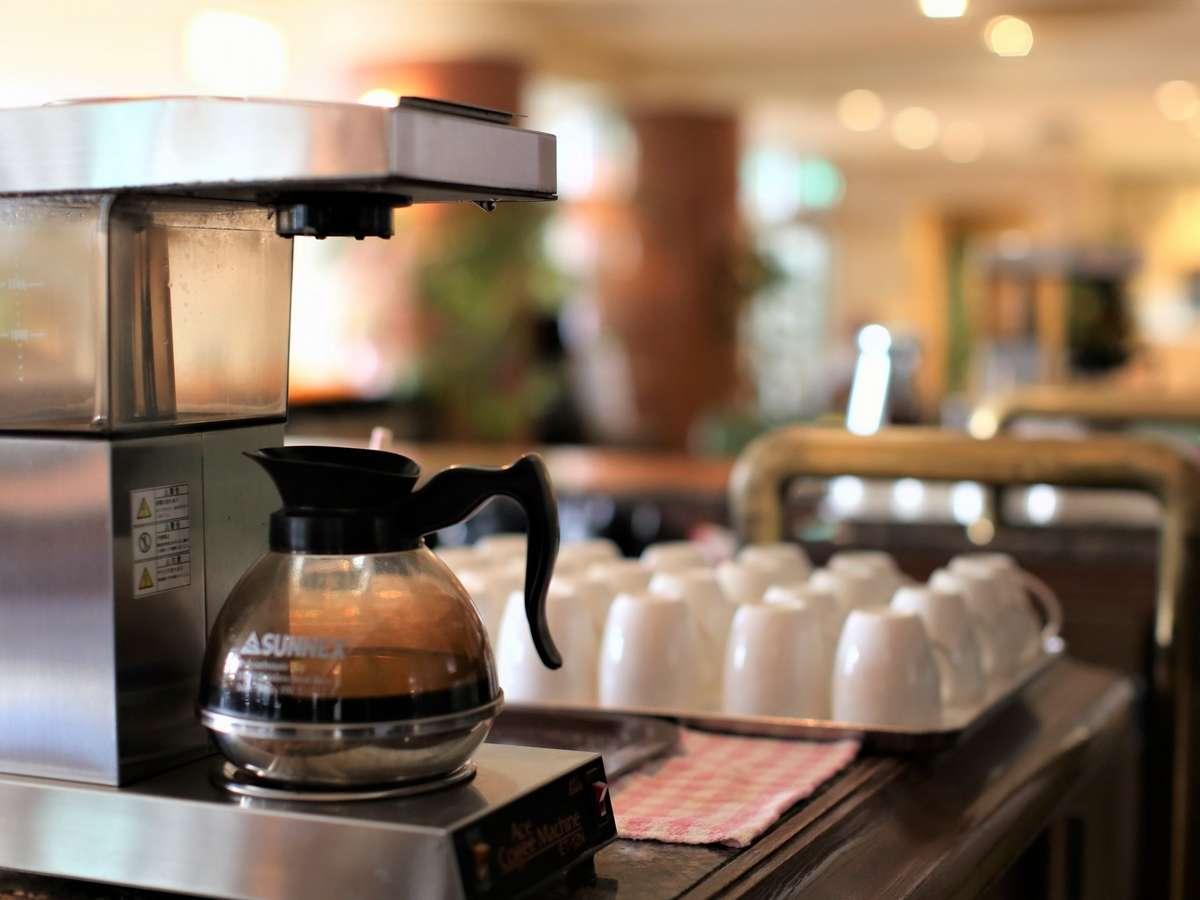 ご宿泊のお客様はロビーにて24時間珈琲飲み放題。当ホテルの全てのお水は体に優しいアルカリイオン水です。
