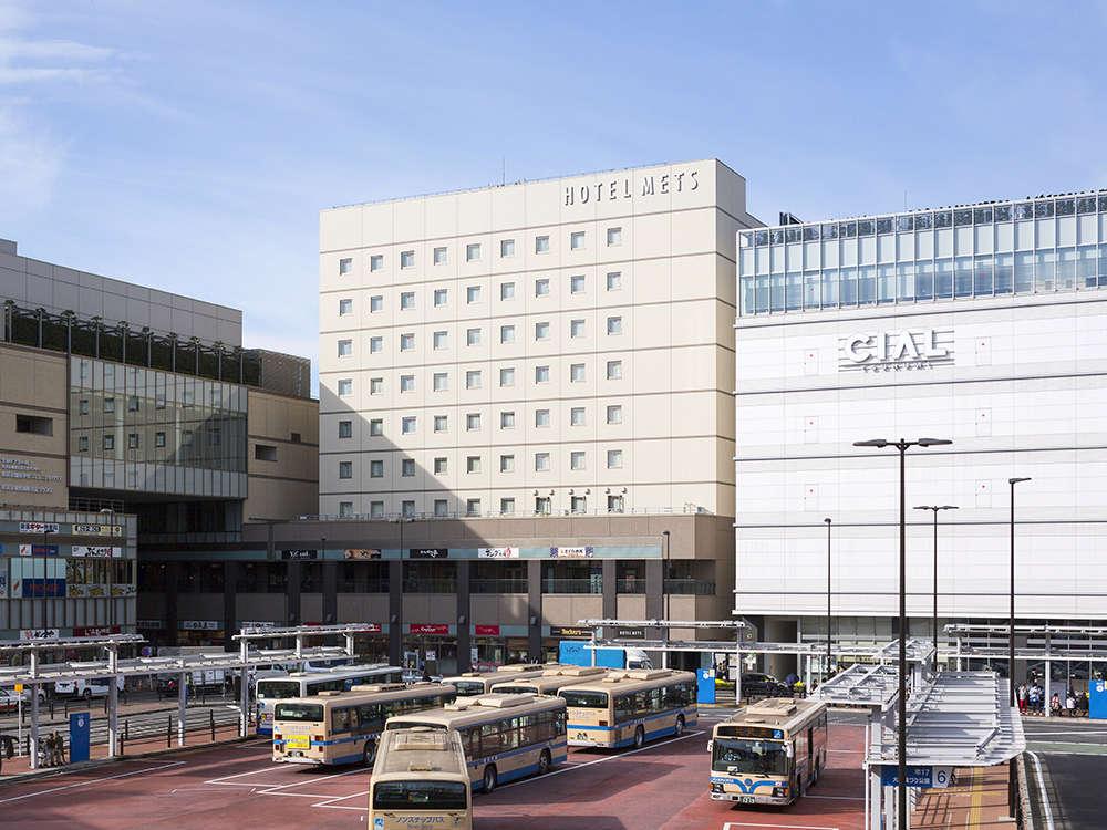 JR鶴見駅東口より徒歩1分。横浜、桜木町、東京都内にも好アクセスです。