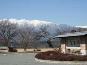 望岳荘入口から見た中央アルプス