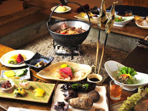 *夕食一例/囲炉裏を囲みいただくお食事は雰囲気抜群!天城の郷土料理をご堪能ください。