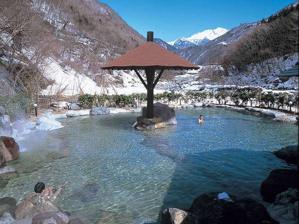 真冬の絶景・槍ヶ岳を望む大野天風呂「山峡槍の湯」(イメージ)