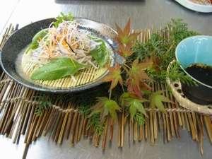 地元産素材使用のお料理です。