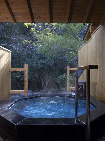 全室温泉露天風呂完備(露天風呂一例【新月】)