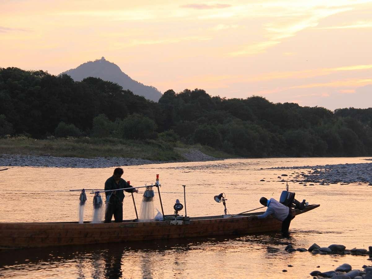 鮎漁に向かう初秋の長良川