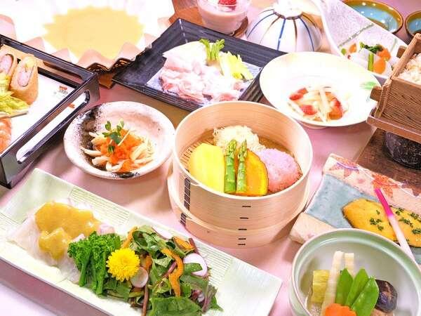 『ご夕食の一例』 時季や地の食材を中心に使った季節ごとのお料理をお楽しみください。