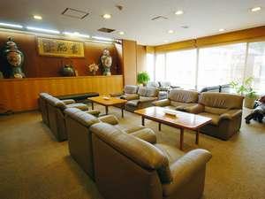【2F談話室】夕食・朝食後の談笑に…。モーニングコーヒーの注文も承っております
