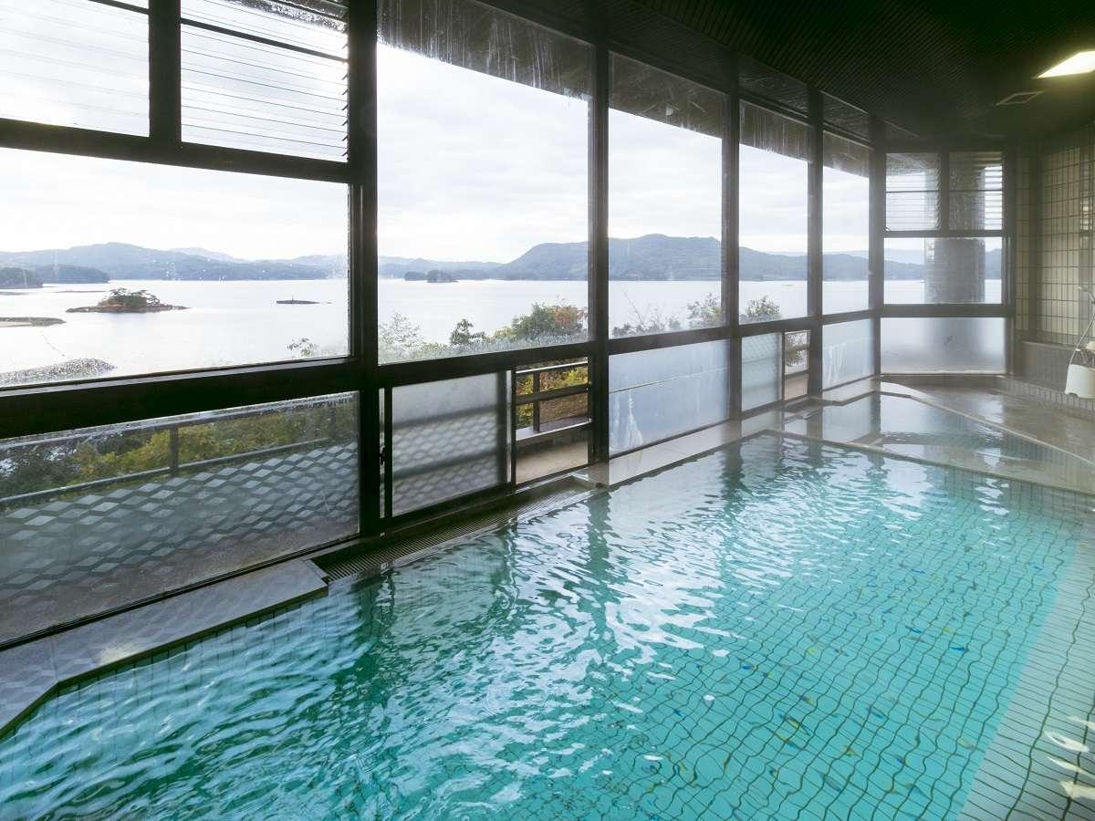 展望天然温泉大浴場(女湯):目の前の穏やかな海と温泉に、ごゆっくりと癒されてください。。