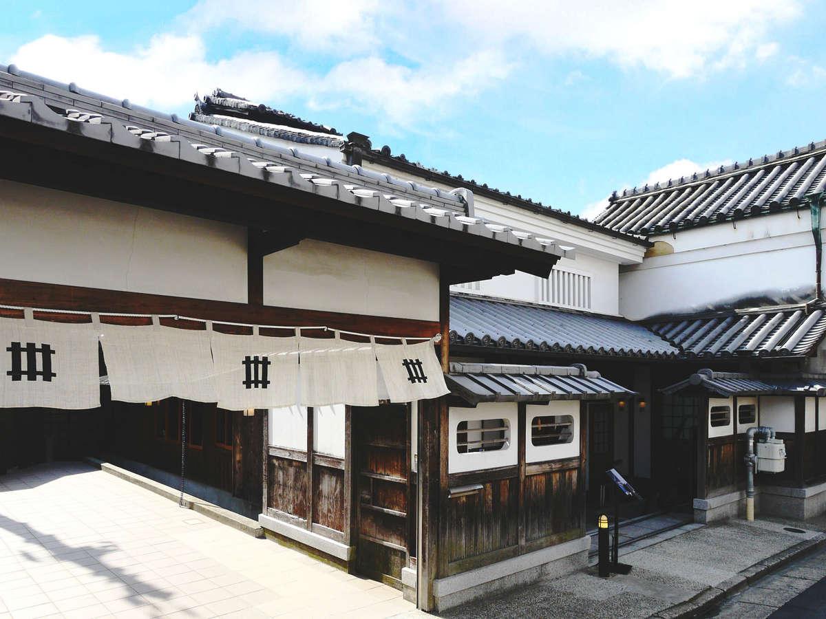 日本酒発祥の地・奈良で150年以上の歴史をもつ老舗蔵元の酒蔵が、洗練された上質な宿として蘇りました。