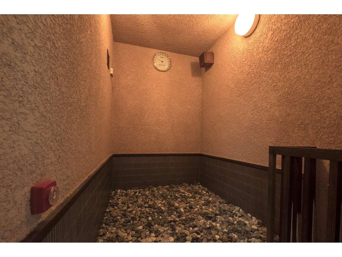 男性大浴場には岩石浴がございます。     利用可能時間 15:00~23:00
