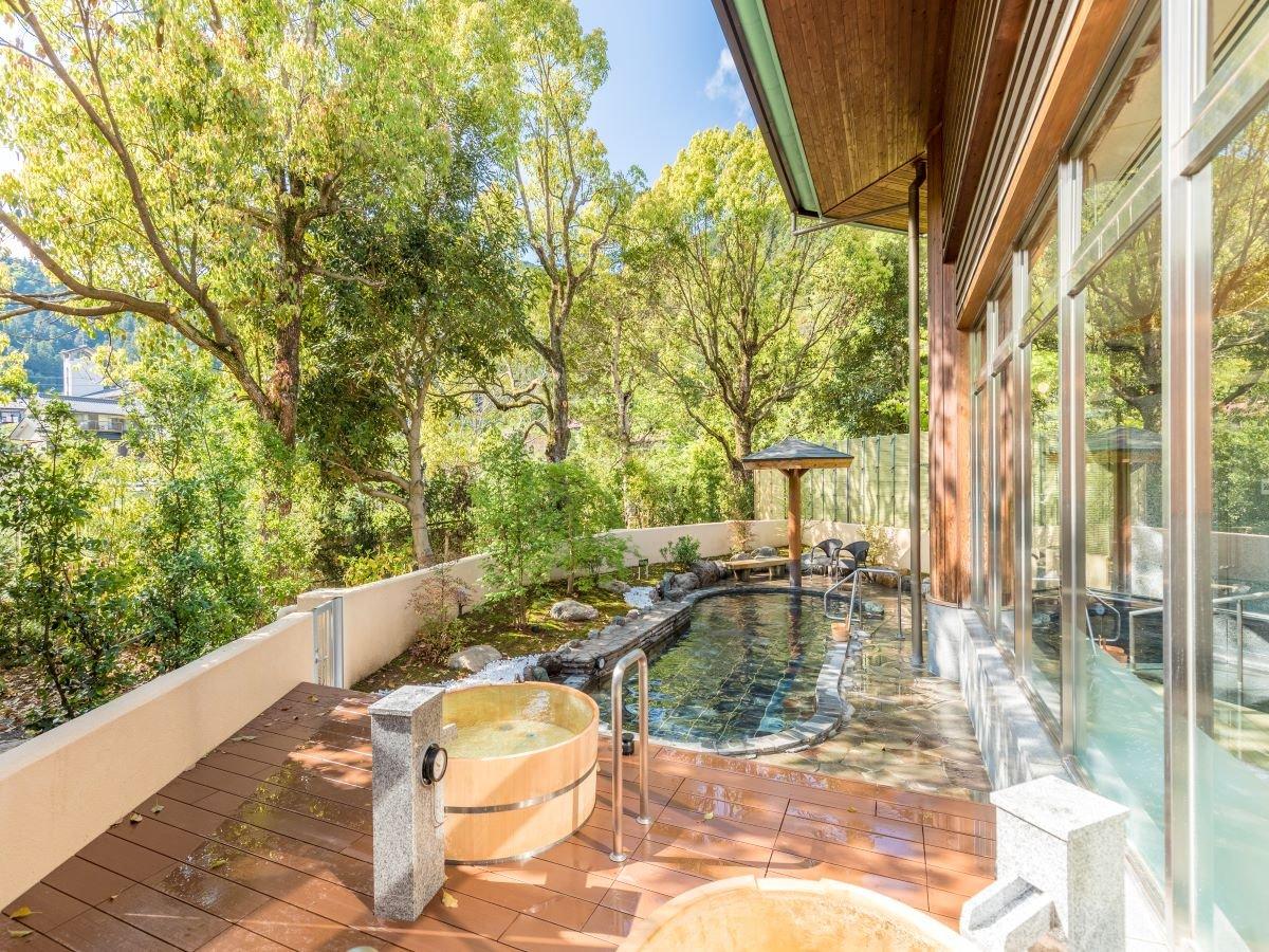 緑に囲まれた露天風呂「もりとそらの湯」