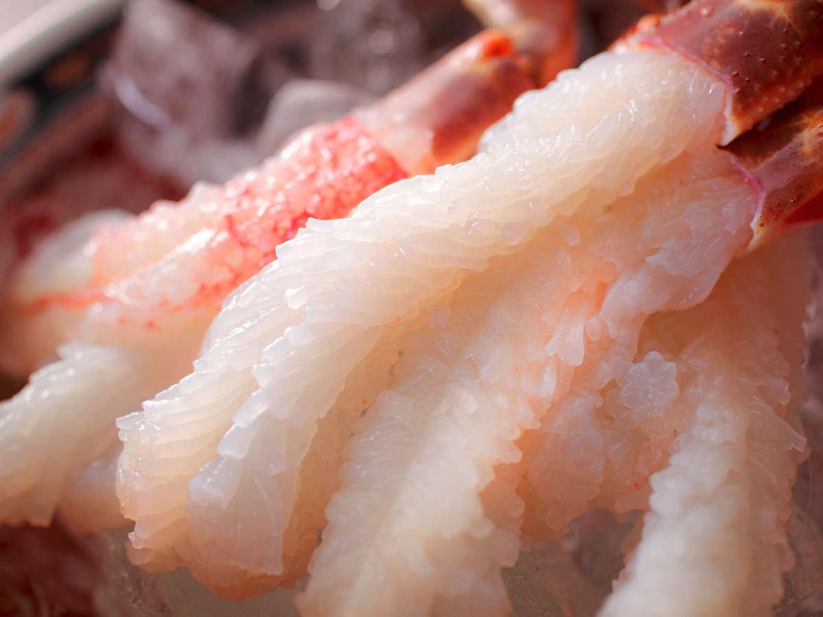 パッと花咲く【蟹刺し】は新鮮な活ずわいがにの醍醐味。