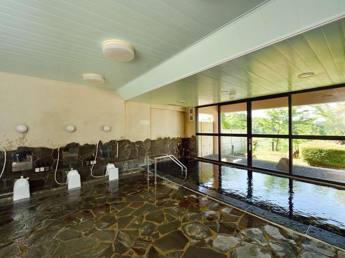 男女それぞれ大浴場がございます。月曜日と水曜日は、清掃作業などの為、17時からの営業となります。