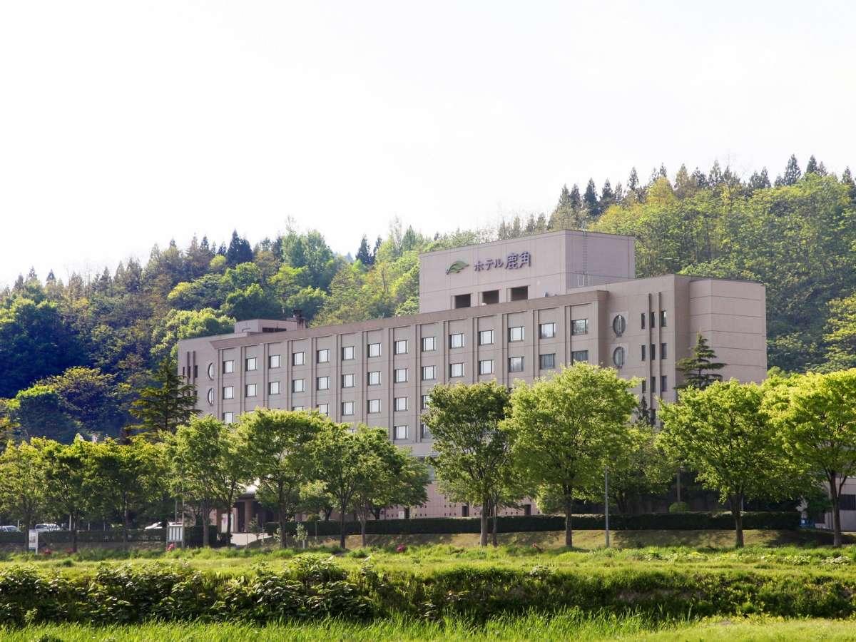 外観【新緑の季節】十和田湖の南玄関口、名湯・大湯温泉にたたずむリゾートホテル