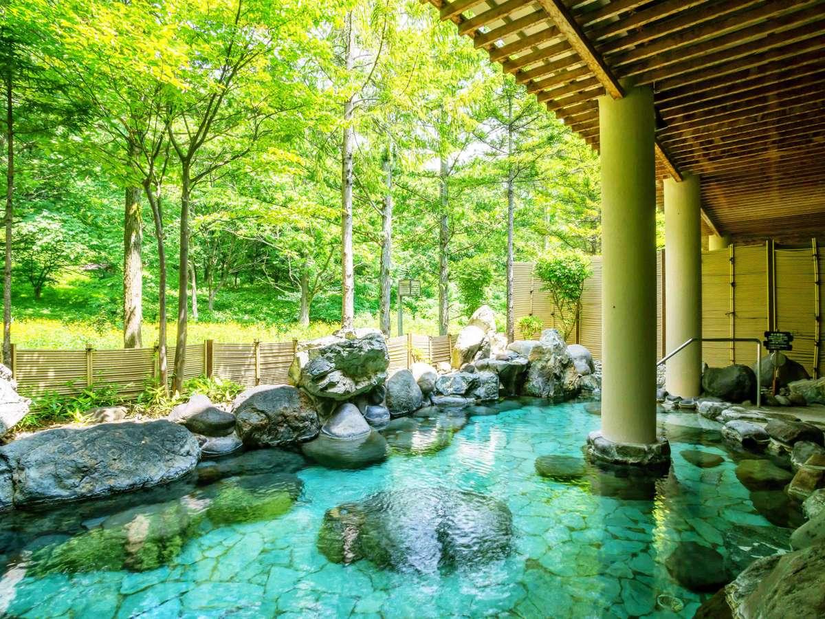 四季それぞれの風景が楽しめる露天風呂