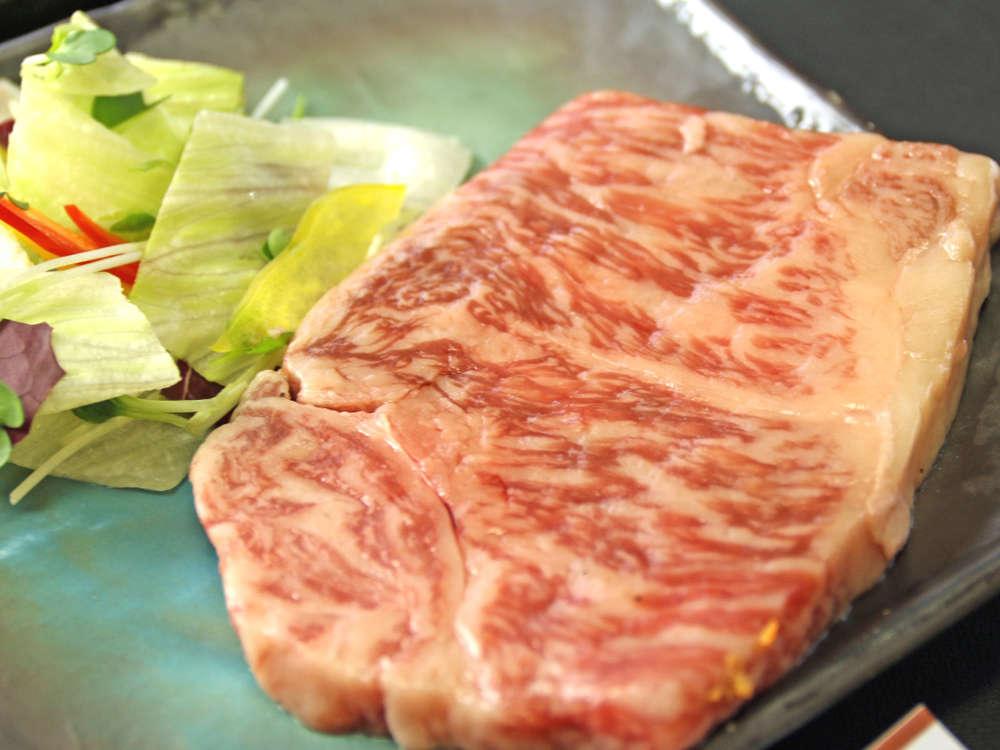 脂身が程よく甘い飛騨牛のステーキは食通が何度も食べたくなる味です!