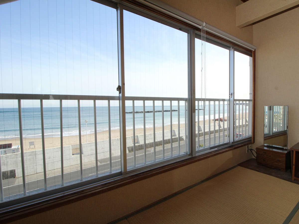窓を開ければ潮の香りが部屋いっぱいに広がります!