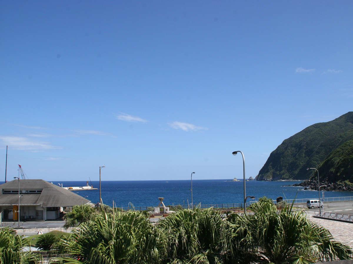 *周辺/八丈島のメインビーチである底土海水浴場まで徒歩3分とアクセス抜群!