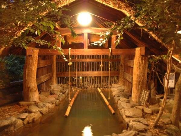 【深さ150センチの立湯・女性専用露天風呂】もしもツアーズにて紹介。朝6時半~8時半まで男性専用。