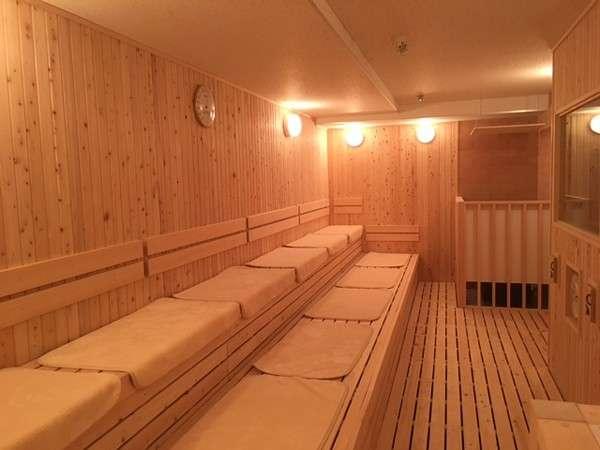 当館自慢の大型サウナ。しっかりと汗を流して心も体もすっきり、元気回復です。※大浴場はございません