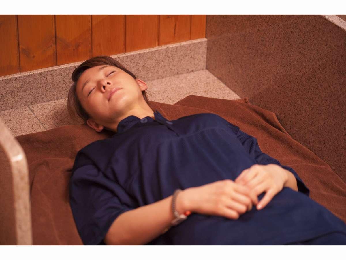 【岩盤浴「旭汗房」】マイナスイオンは疲労回復、体質改善、免疫力向上などに効果的。