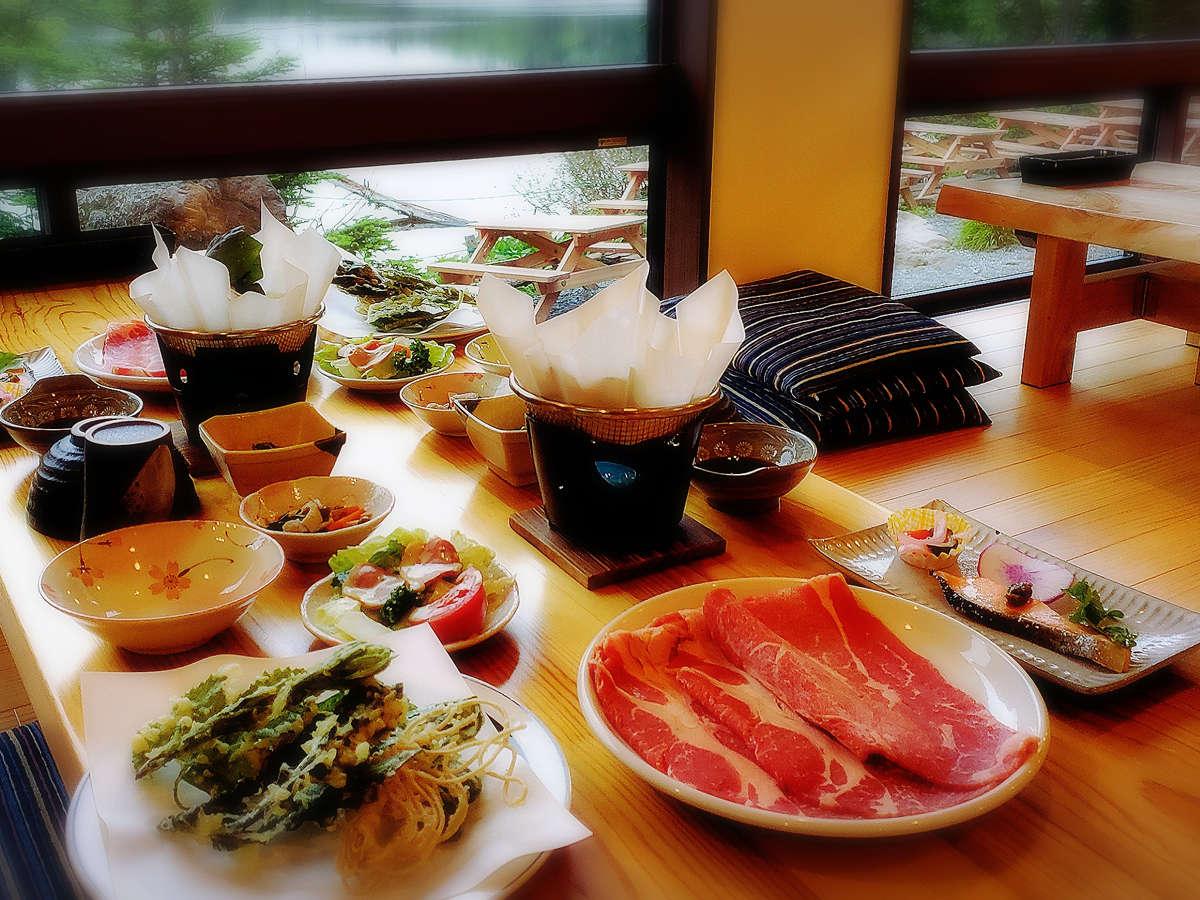 夕食は季節の食材を取り入れすべて手作りでご提供しています