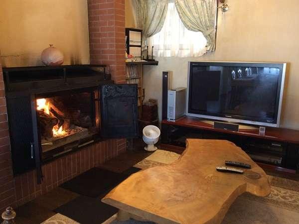 冬季は暖炉であったかです。