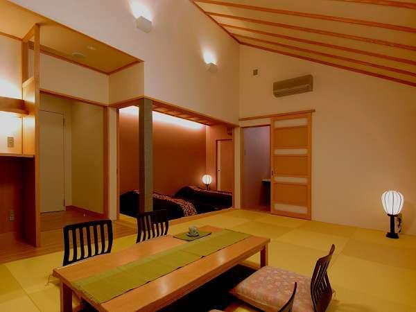 お部屋の1例。全室45平米の掘りごたつリビングと寝室の2間続き。お布団は敷きっぱなしです。