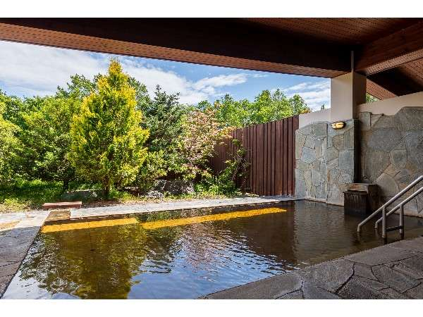 開放感があり大自然を感じながらの入浴が楽しめる大浴場露天風呂