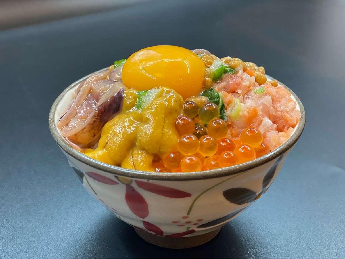 【朝食】海鮮ばくだん丼